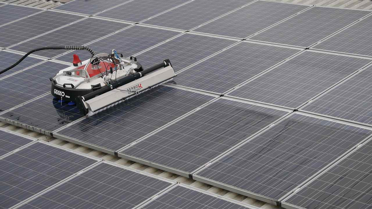 Solar panels cleaning by robot